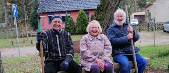 AG Dorfpflege ist aktiv – Bänke wurden in Menz aufgestellt!