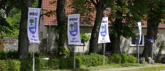 Die Wappenfahne von Menz
